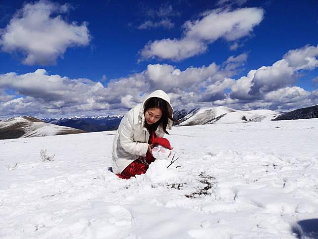 ▲王瑞霞在雪地拍攝新歌MV。(圖/米樂士娛樂提供)