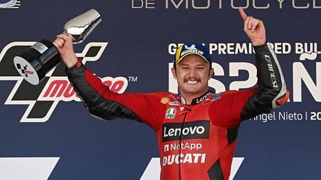 Selebrasi rider Ducati Team, Jack Miller usai memenangi MotoGP Spanyol di Sirkuit Jerez, Minggu (2/5/2021) malam WIB. [PIERRE-PHILIPPE MARCOU / AFP]