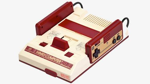 นักออกแบบเครื่อง Famicom เผยว่าสีของเครื่องดังกล่าว ได้รับแรงบันดาลใจจากผ้าพันคอของประธาน Nintendo ในยุคนั้น