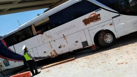 7 Tewas Akibat Kecelakaan Bus di Tol Cipali KM 117