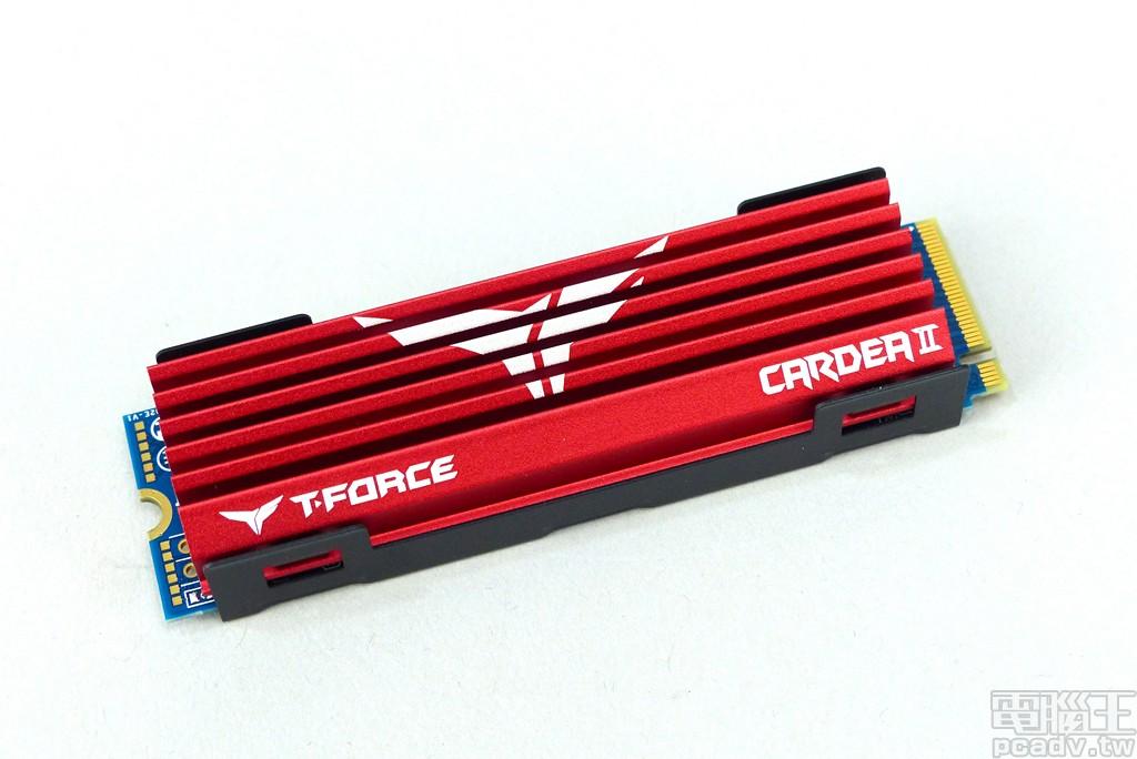 ▲ 產品盒裝僅包含 1 個 Cardea II M.2 PCIe SSD,紅色散熱片相當搶眼。