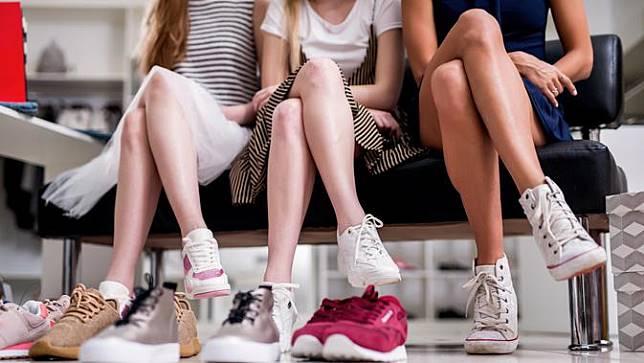 Sneakers Putih Favorit Mengungkapkan Siapa Diri Anda