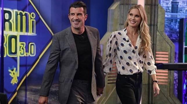 Luis Figo dan istrinya, Helene Svendin, saat menghadiri program televisi Spanyol, El Hormiguero. (Instagram/@helenesvedinfigo).
