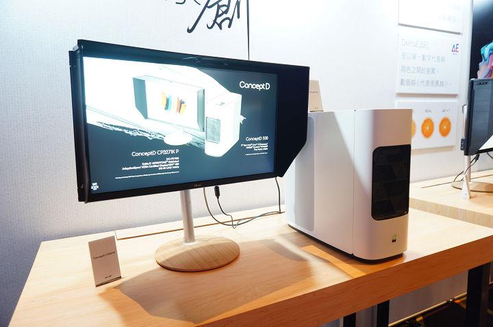 右邊白色的桌上型主機即為 ConceptD 500,左邊的螢幕是 CP3271K P。