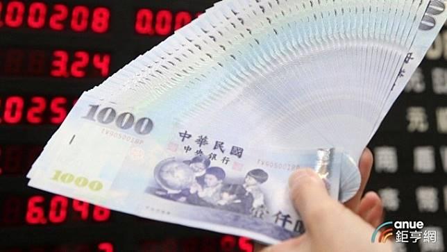外資大逃殺悲觀訊號未除 台幣貶破31.5元 亞幣最弱