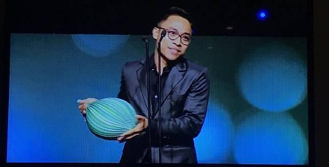 Muhammad Khan mewakili film Kucumbu Tubuh Indahku mendapat penghargaan di APSA 2018 di Brisbane, Australia (Fourcolors Pictures)