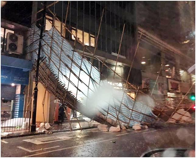 禮頓道木球會對面塌竹棚。fb香港突發事故報料區網民Zoe Hui圖片