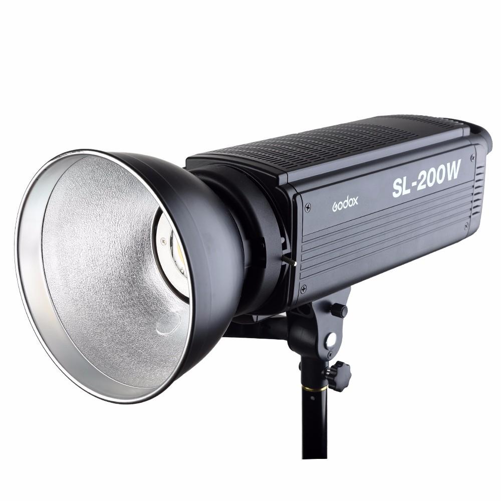 *200W大功率LED燈泡,亮度高、光源穩定*顯色指數高達90以上,真實還原真實色彩*色溫精準*配備無線遙控器,隨時調整亮度及無線分組調光*LED螢幕精準顯示,參數自動保存*獨特設計燈泡保護罩,避免損