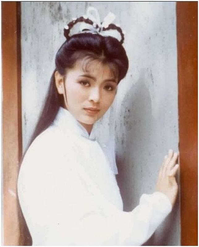 1983年,陳玉蓮再度擔正女一,在《神鵰俠侶》中飾演「小龍女」,仙氣洋溢!