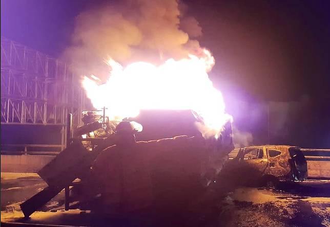 Truk Pertamina dan Toyota Calya terbakar pada Minggu pagi