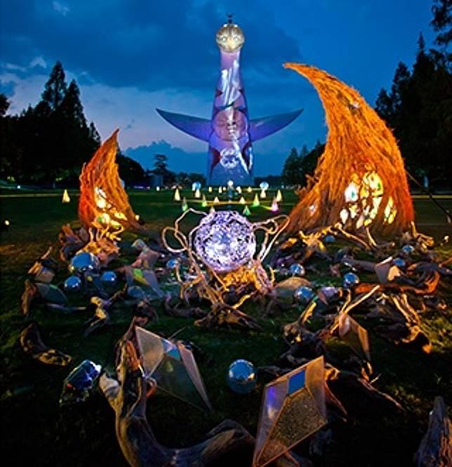 大阪萬博公園內的太陽之塔,剛於7月20日開始,推出光影投射「太古から未来へ」演出,一直至8月25日。(互聯網)