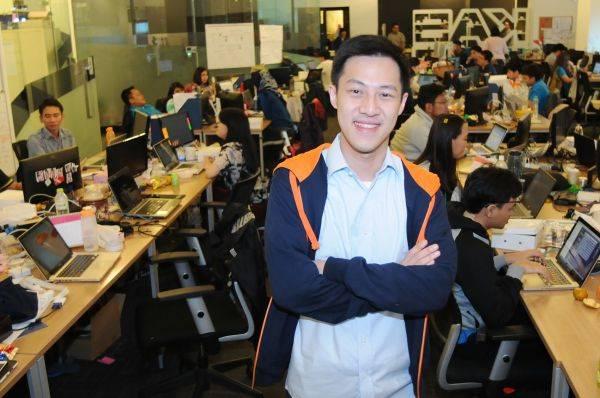 Pendiri komunitas online di Indonesia Kaskus Andrew Darwis berpose di Kantor Kaskus di Menara Palma, Jakarta.