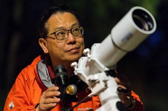 李偉才曾任香港天文台科學主任,現為香港科幻會會長,一直醉心科幻小說,是本地知名科普作家。