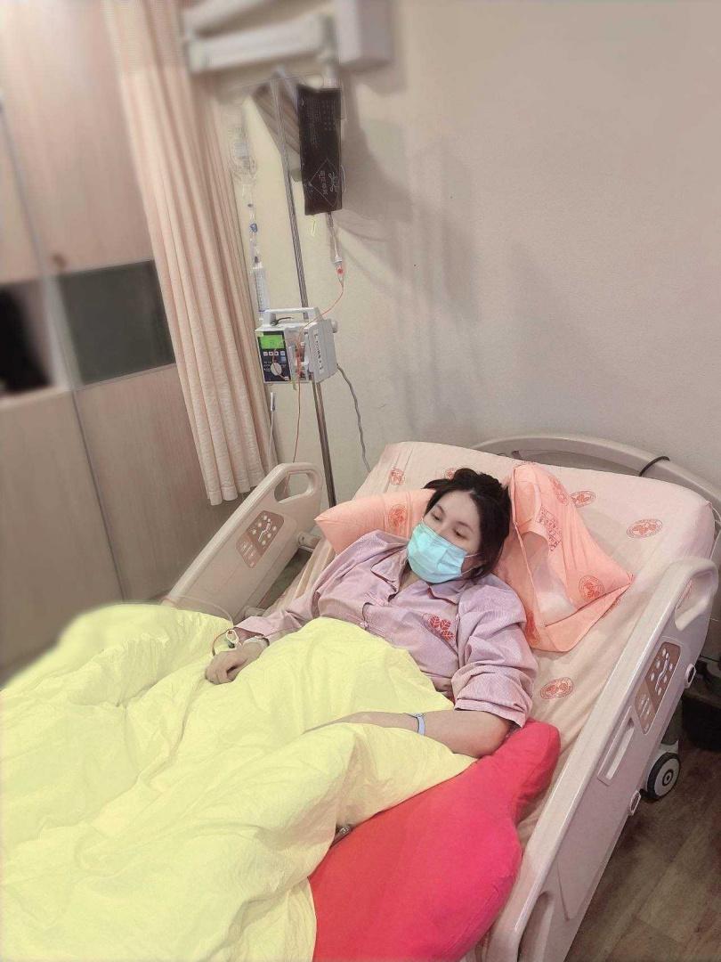 余苑綺母親節忍淚做化療,余祥銓稱她化療都算不清了。(圖/余祥銓臉書)