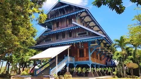 Istana Malige , Berdiri 4 Lantai Tanpa Paku Satu Pun