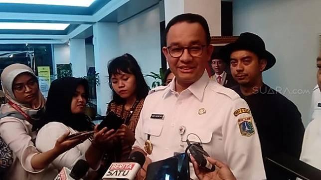 Gubernur DKI Jakarta Anies Baswedan seusai rapat terkait revitalisasi kawasan Monumen Nasional (Monas) di Kementerian Sekretariat Negara, Rabu (5/2/2020). (Suara.com/Arga).