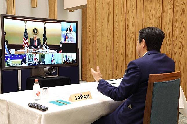 ▲ G7 領袖召開視訊會議互通抗疫資訊。(圖/翻攝自日首相官方英文 twitter )