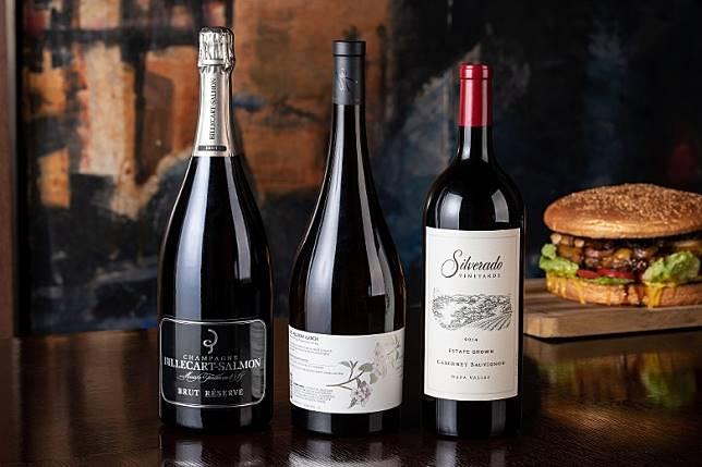 隨漢堡還會附送一支Magnum Size(1,500ml)的香檳、紅酒或白酒一枝,令食客多添幾分味覺享受。(互聯網)