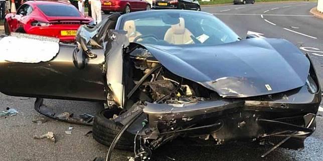 Kondisi Ferrari 458 Spider usai tabrakan (Carscoops)