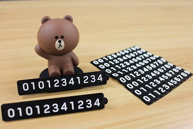 產品附有號碼膠塊,讓用家自己砌出聯絡電話。