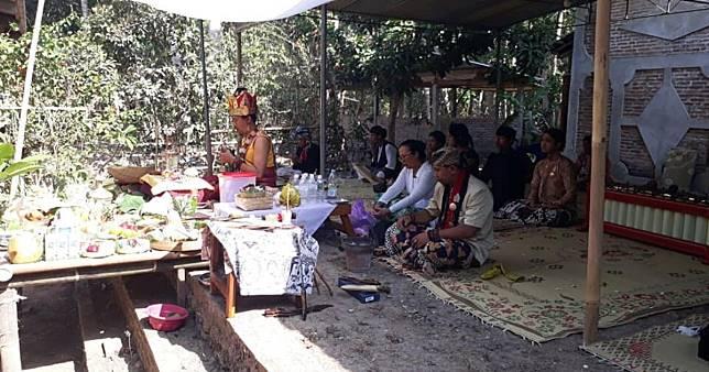 Village residents in Yogyakarta shut down interfaith prayer ceremony, accusing organizer of 'religious deviation'