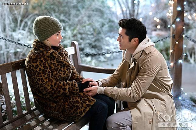 《去年聖誕節》出現最大轉折,女主角發現了愛、包容與奉獻的快樂,讓電影「昇華」(圖/UIP 提供)