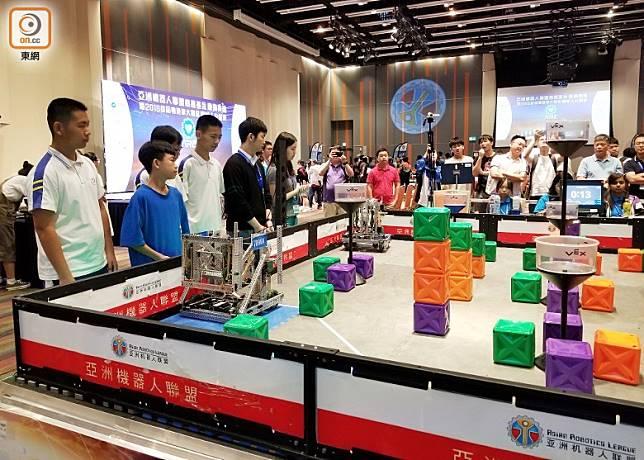首屆「機械人公開賽」吸引近150隊來自粵港澳的中小學生參加。(陳沅彤攝)