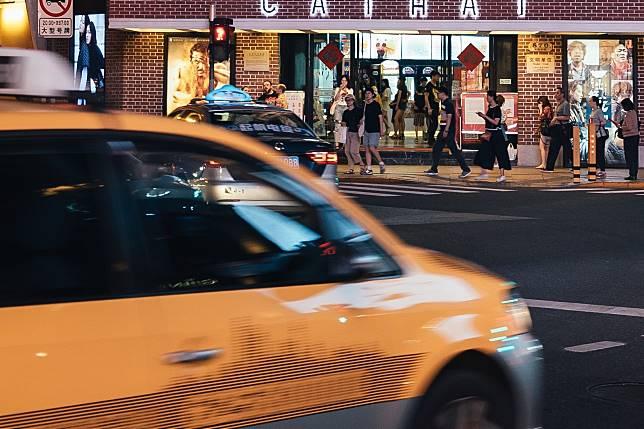 ▲中國大陸一名男子搭計程車,短短 20 公里的路程竟支付了 40 萬元車資。(示意圖/與當事情境無關,取自 Unsplash )