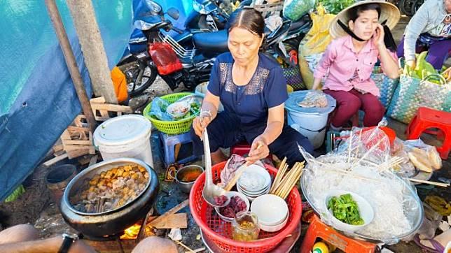6 Kuliner Ekstrim yang Wajib Dicoba saat Traveling ke Vietnam, Ada Vodka Ular hingga Sup Darah Babi