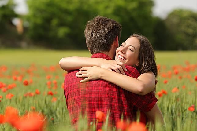 5 Hal yang Membuat Pria Lengket pada Wanita Virgo