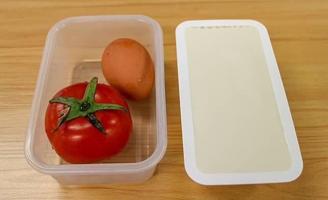 材料有番茄、雞蛋和豆腐。