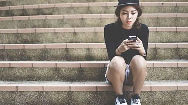 Ilustrasi chatting di ponsel pintar. (Shutterstock)
