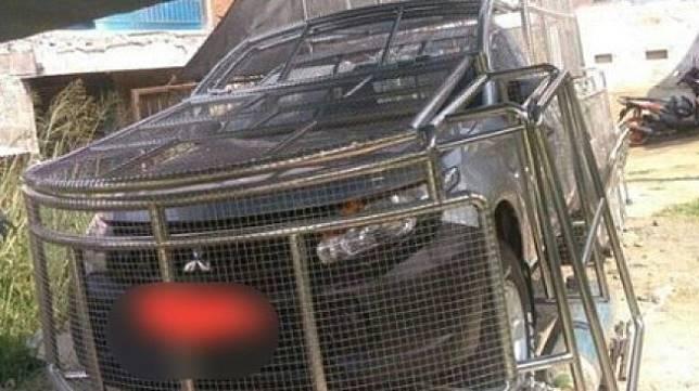 Mobil Mitsubishi yang viral di media sosial. (Facebook)
