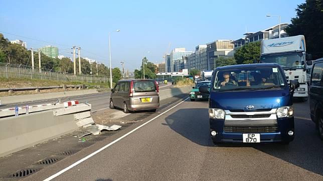 有車輛在吐露港公路掉頭。