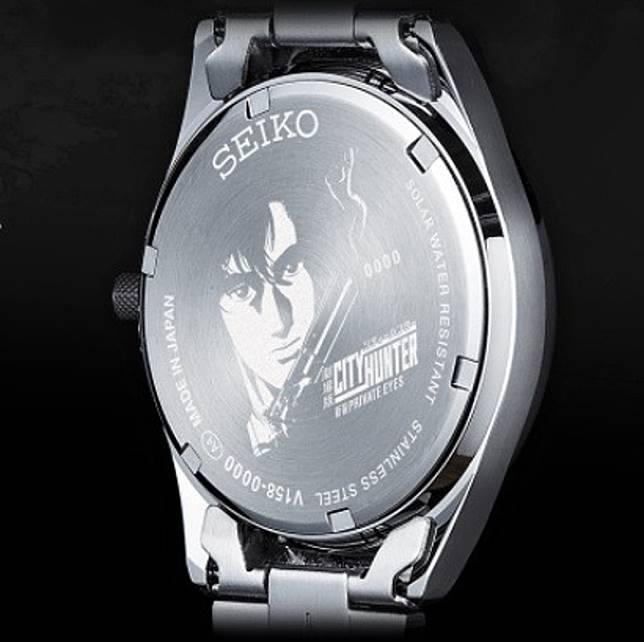 表底有孟波的頭像和限量手表的序號。(互聯網)