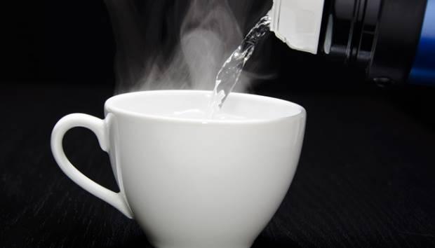 Manfaat Minum Air Hangat yang Tidak Anda Sangka