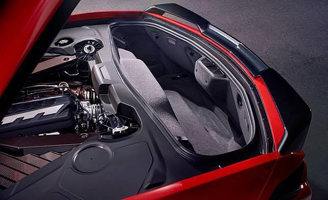 Bagasi belakang dari Chevrolet Corvette C8 yang terbilang luas untuk ukuran supercar
