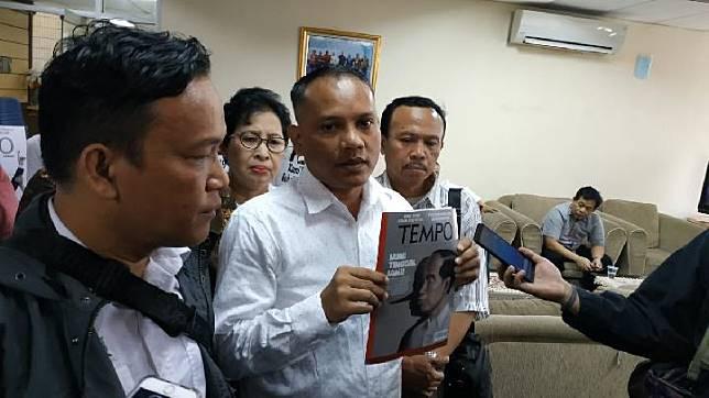 The head of the Jokowi Mania Volunteers, Immanuel Ebenezer, reports Tempo Magazine to the Press Council in Jakarta, September 16, 2019. TEMPO/Friski Riana