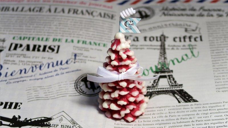 繽紛色系的聖誕樹造型蠟燭不點燃也蘊含淡淡香氣,一次擺3~5顆飄雪聖誕樹香氛蠟燭, 今年的聖誕節許大家一個甜蜜又暖心的聖誕小森林!