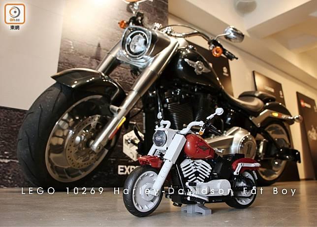 LEGO 10269 Harley-Davidson Fat Boy按照2018年車款製作,別具真車神髓。(盧展程攝)