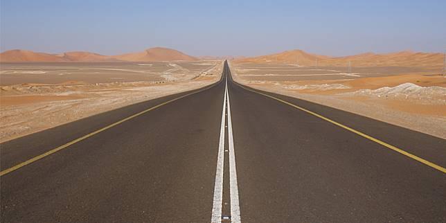Highway 10, Saudi Arabia, jalan lurus terpanjang di dunia (stepfeed.com)