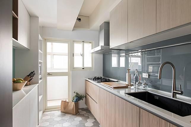 2. 有六角磚的廚房