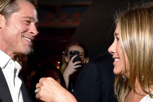 Brad Pitt kepergok pandangi Jennifer Aniston di SAG Awards