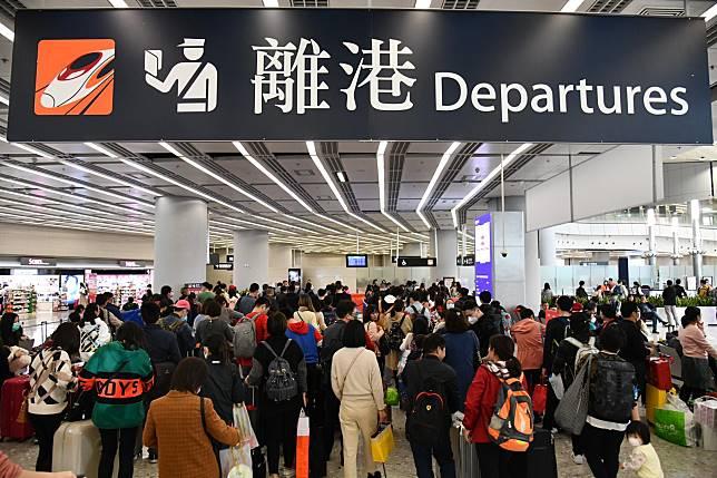 病患乘坐高鐵來到西九龍站。
