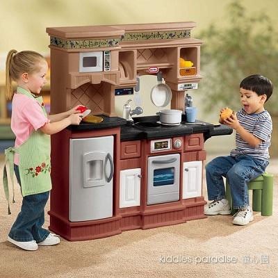 發揮小小廚師的拿手菜吧!從烹飪用具、操作台、儲物櫃、餐具、食物與椅子,滿足孩子們的扮演樂趣