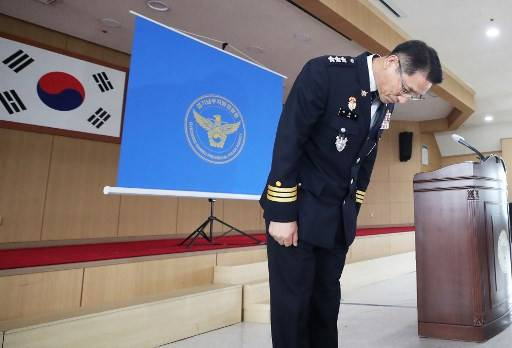Police chief Bae Yong-ju bows as he apologises for a botched, decades-long murder investigation that saw an innocent man jailed for 20 years, during a press conference in Suwon on July 2, 2020. - The innocent man, surnamed Yoon, was released on parole in 2009 after serving 20 years in prison for crimes committed by South Korea's most notorious serial killer Lee Chun-jae, who raped and murdered 10 women in rural parts of Hwaseong over a five-year period from 1986.