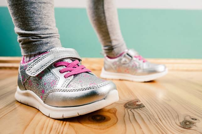 Balita Kena Sepsis Usai Mencoba Sepatu Tanpa Kaus Kaki