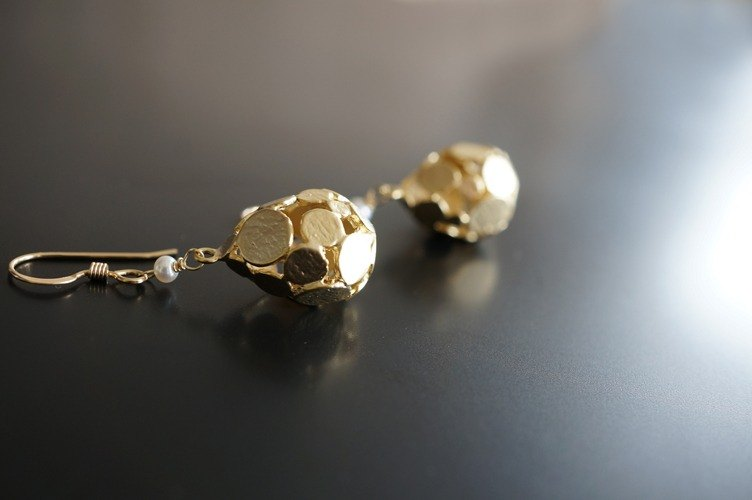 【14 KGF】耳環,啞光金點滴淚滴,AAA淡水白珍珠