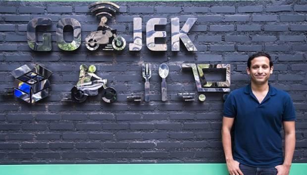 Pendiri dan CEO GO-JEK, Nadiem Makarim berpose di Kantor GO-JEK, Kemang, Jakarta, 1 Maret 2016. Setelah diluncurkan pada Januari 2015, aplikasi GO-JEK kini sudah diunduh lebih dari 11 juta kali. ANTARA/Widodo S. Jusuf