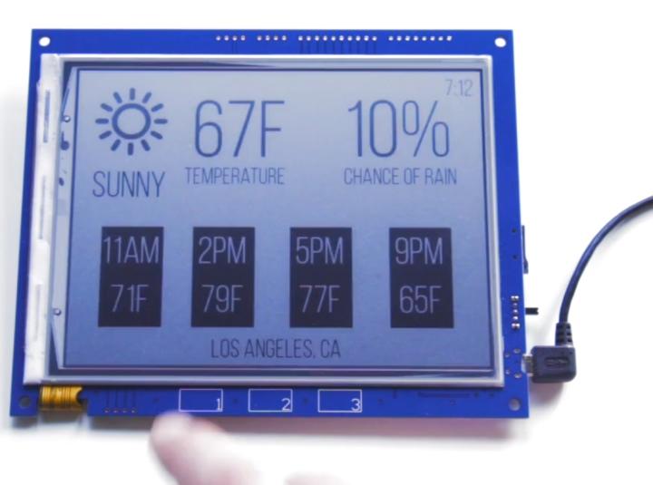 螢幕下方還配有3組電容式控按鍵。